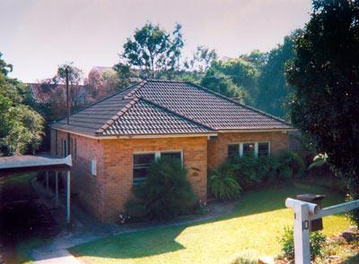 1970s double brick unrenovated home in Fairlight
